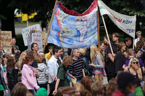 Bunt und vielfältig sind nicht nur die Anhänger des Bildungsstreiks. Foto: Cora-Mae Gregorschewski