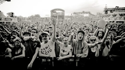 Tausende Fans bilden die Crowd vor der größten Bühne beim Splash! 2012. Foto: Robert Winter
