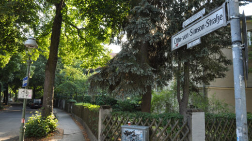 Die Otto-von-Simson-Straße beginnt hier an der Faradystraße und verläluft entlang der Silberlaube bis zur Habelschwerdter Allee. Foto: Christopher Hirsch