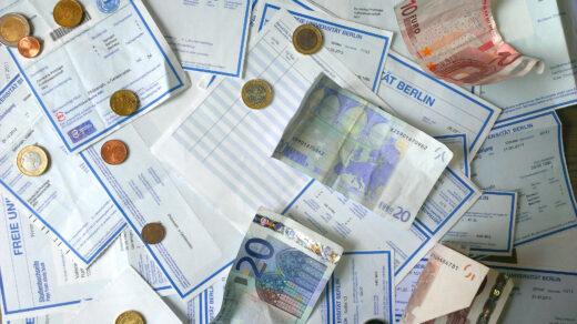 Geldscheine und Semesterticket