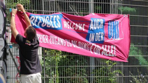 """Auch diese Demo des """"Refugee Schul- und Unistreiks"""" unterstützten wieder viele Studierende der FU. Foto: Fabienne Bieri"""