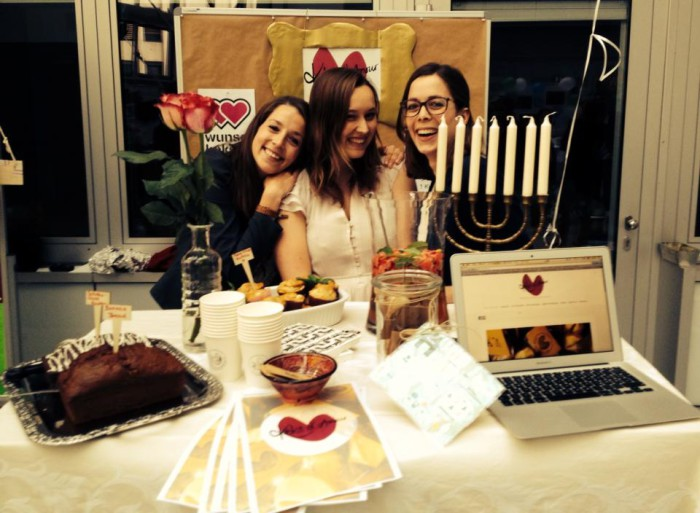 Das Keks d'amour-Team am Tag der Siegerkundgebung. Von links nach rechts: Eliza, Mona und Sarah. Foto: privat