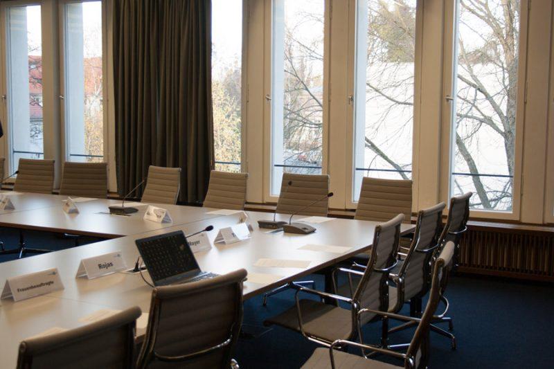 Der Sitzungssaal des Akademischen Senats im Henry-Ford-Bau. Foto: Julian Daum