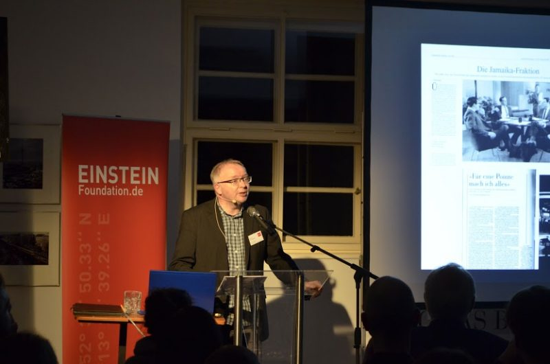 Serienforscher Frank Kelleter bei seinem Vortrag. Foto: Denis Rostowski