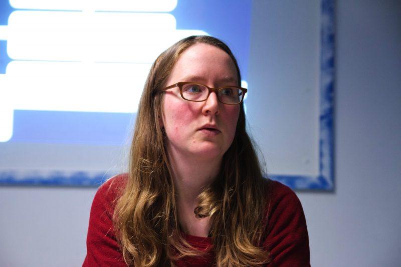 Die Philosophin Friedrike Schmitz bei ihrem Vortrag. Foto: Onur Simsek