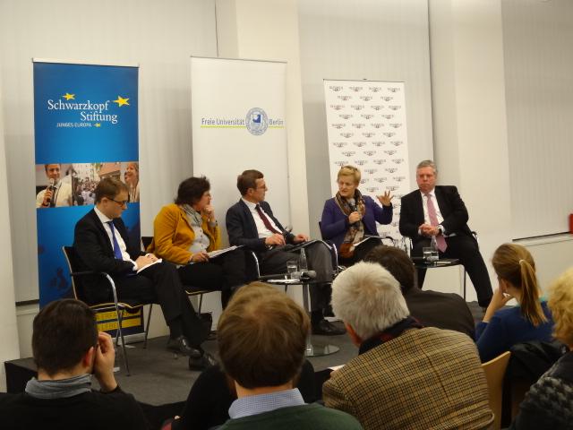 Professoren und Wissenschaftler Diskutieren über TTIP. Foto: Alexandra Brzozowski