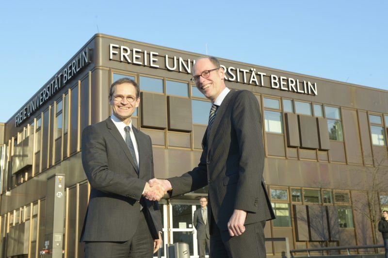 Berlins Regierender Bürgermeister Michael Müller und FU-Präsident Peter André Alt. Foto: Bernd Wannenmacher