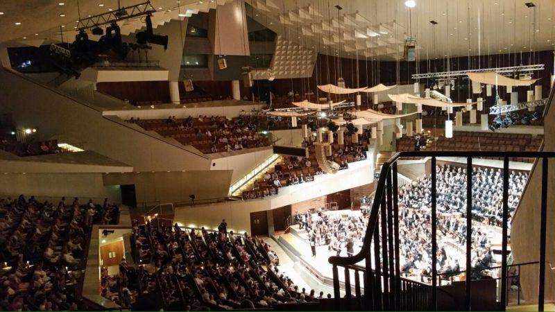 Bis zu den obersten Rängen waren die Plätze der Berliner Philharmonie belegt. Foto: Karolin Tockhorn