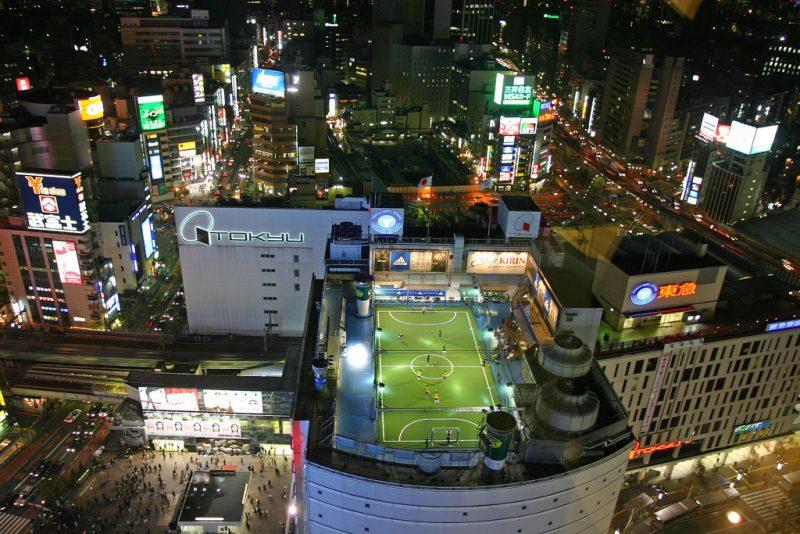 In Megastädten wie Tokyo reicht es bald nicht mehr aus, in die Höhe zu bauen. Bild: flickr/Jack French