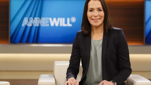 Anne Will im Studio der nach ihr benannten Sendung. (© NDR/Wolfgang Borrs)