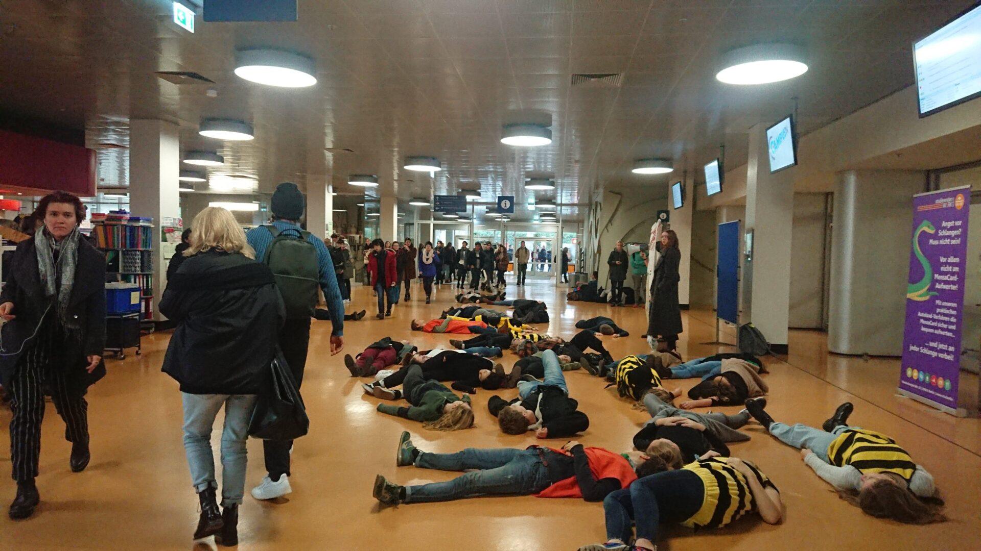 Protest für klimafreundliches Mensaessen. Foto: Julian Sadeghi